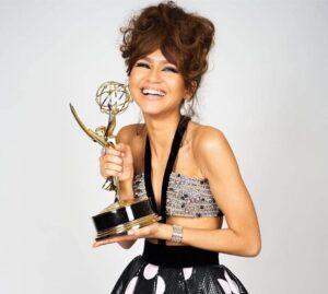 Zendaya tras ganar su premio Emmy.