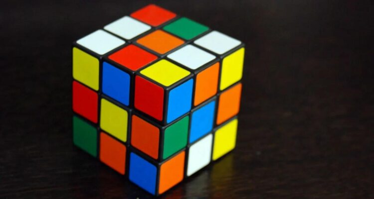 Ya no saben que inventar: el cubo Rubik tendrá su propia película